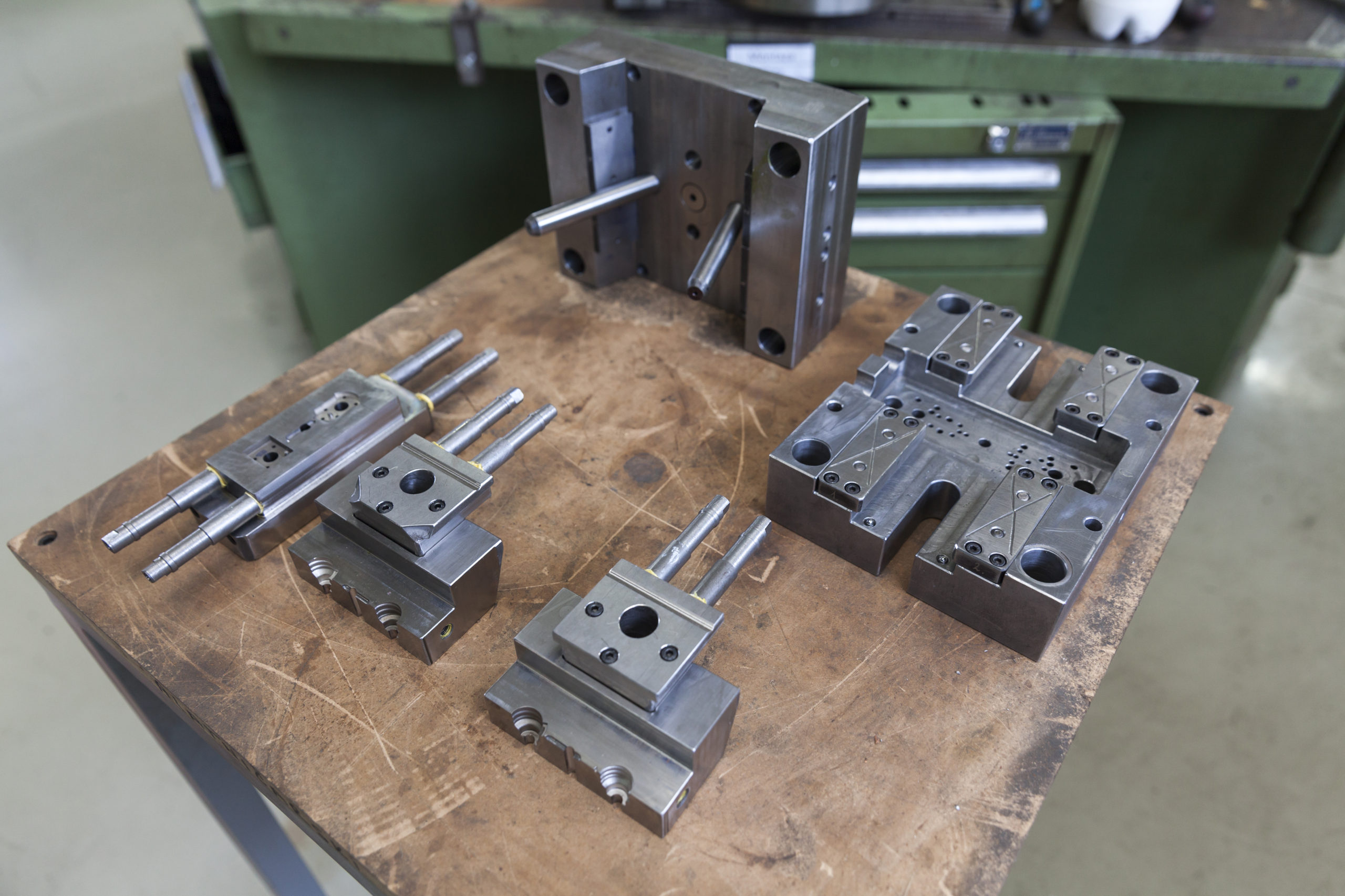 Metal tool for molding rubber products